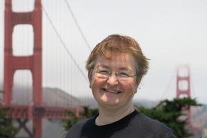 Internet Maria Fuerntratt vor Golden Gate Bridge USA
